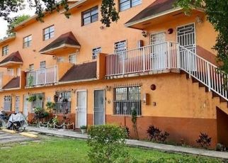 Foreclosed Home en W 55TH ST, Hialeah, FL - 33016