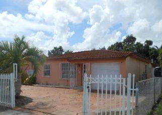 Foreclosed Home en E 14TH ST, Hialeah, FL - 33010