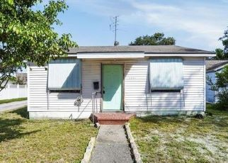 Foreclosed Home en EMERSON AVE S, Saint Petersburg, FL - 33711