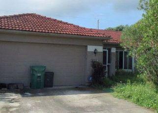 Foreclosed Home en SE BIKAS LN, Port Saint Lucie, FL - 34952