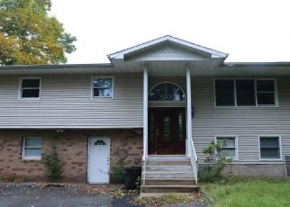 Foreclosed Home en COTTAGE LN, Suffern, NY - 10901