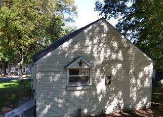 Foreclosed Home en LAKE FOREST RD, Terryville, CT - 06786
