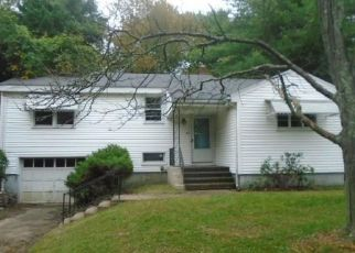 Foreclosed Home en BERKELEY RD, Middletown, CT - 06457