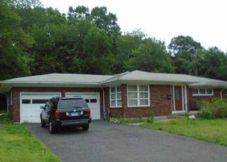 Foreclosed Home en COLLINS ST, Waterbury, CT - 06704