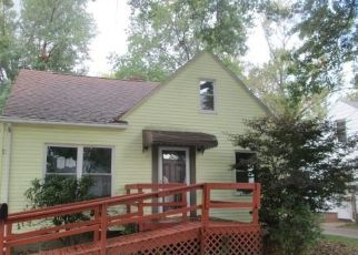 Foreclosed Home en SUNSET RD, Cleveland, OH - 44124