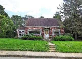Foreclosed Home en W MINOR ST, Emmaus, PA - 18049