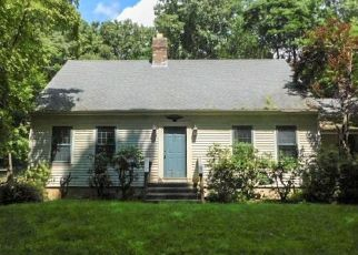 Foreclosed Home en HORSE POND RD, Madison, CT - 06443