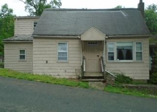 Foreclosed Home en KEENEY ST, Ellington, CT - 06029
