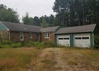 Foreclosed Home en LARCH DR, East Granby, CT - 06026