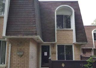 Foreclosed Home en BIRCHWOOD RD, Medford, NY - 11763