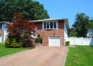 Foreclosed Home en TRUXTON RD, Huntington Station, NY - 11746