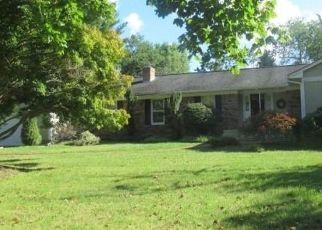 Foreclosed Home en GAUL RD S, East Setauket, NY - 11733