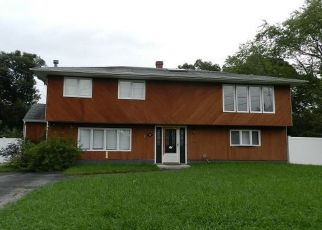 Foreclosed Home en WOODHULL AVE, Port Jefferson Station, NY - 11776