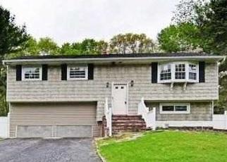 Foreclosed Home en JUNARD BLVD, Port Jefferson Station, NY - 11776