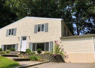 Foreclosed Home en IVY LEAGUE LN, Stony Brook, NY - 11790