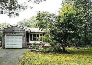Foreclosed Home en OSWEGO AVE, Medford, NY - 11763