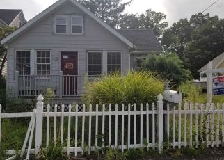 Foreclosed Home en OAK CREST DR, Huntington Station, NY - 11746