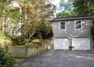Foreclosed Home in WOLF HILL RD, Huntington Station, NY - 11746