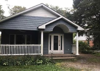 Foreclosed Home en EATONDALE AVE, Blue Point, NY - 11715