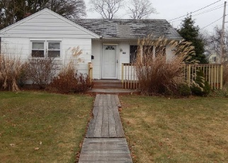 Foreclosed Home in N CLINTON AVE, Bay Shore, NY - 11706