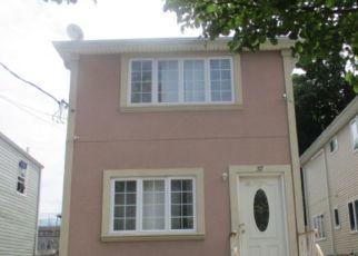 Foreclosed Home en CAROLINE ST, Staten Island, NY - 10310