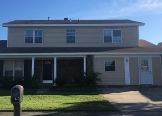 Foreclosed Home in RIDGEFIELD DR, New Orleans, LA - 70128