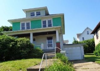 Foreclosed Home en HILAND AVE, Oil City, PA - 16301