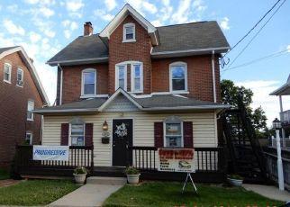 Foreclosed Home en E BROAD ST, Souderton, PA - 18964