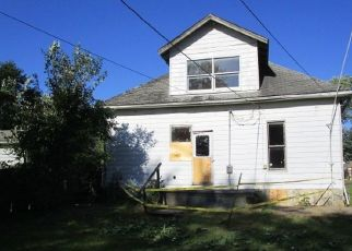 Foreclosed Home in S LINCOLN AVE, Oakland City, IN - 47660