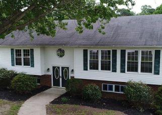 Foreclosed Home en POCAHONTAS LN, Hayes, VA - 23072