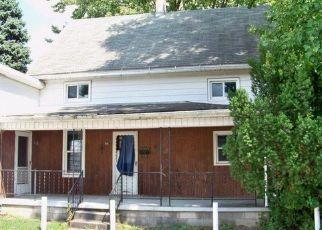 Foreclosed Home en E FREMONT ST, Fostoria, OH - 44830