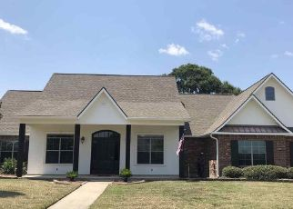 Foreclosed Home in OAKVIEW DR, Zachary, LA - 70791