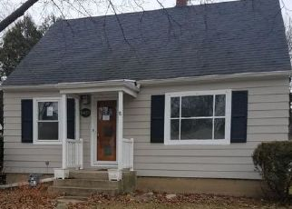 Foreclosed Home en N WILLOW GLEN LN, Milwaukee, WI - 53209