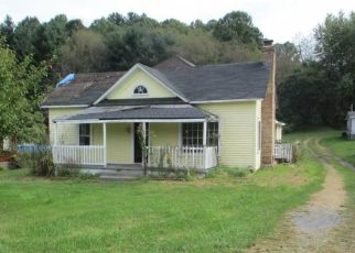 Foreclosed Home en SAINT CLAIRS CREEK RD, Chilhowie, VA - 24319