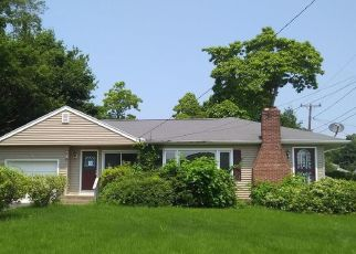 Foreclosed Home en ELM ST, Clinton, CT - 06413