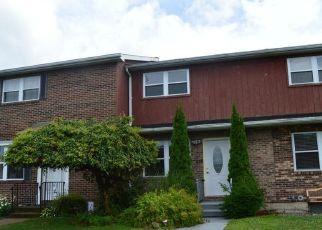 Foreclosed Home en CLARKS LN, Wilkes Barre, PA - 18705