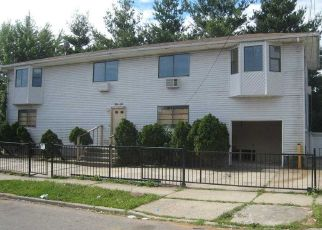 Foreclosed Home en QUENCER RD, Saint Albans, NY - 11412