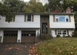 Foreclosed Home en STONEYCREST DR, Meriden, CT - 06450