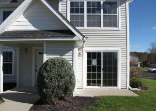 Foreclosed Home en RUTH CT, Middletown, NY - 10940