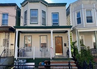 Foreclosed Home en 87TH RD, Woodhaven, NY - 11421
