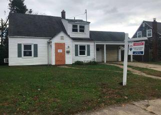 Foreclosed Home en FARM LN, Levittown, NY - 11756
