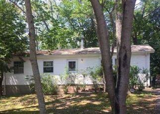 Foreclosed Home en CARR LN, Medford, NY - 11763