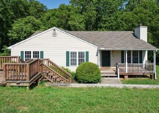 Foreclosed Home en VALLEY SIDE DR, Richmond, VA - 23223