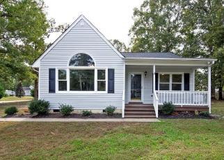 Foreclosed Home en GLORIA DR, Petersburg, VA - 23803