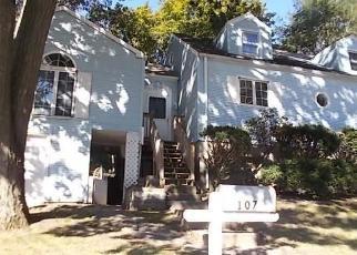 Foreclosed Home en GLENBROOK RD, Bridgeport, CT - 06610