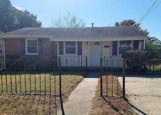 Foreclosed Home en HILLSIDE DR, Petersburg, VA - 23803