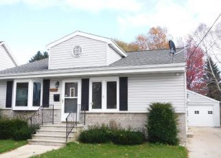 Foreclosed Home en HAWTHORNE ST, Two Rivers, WI - 54241