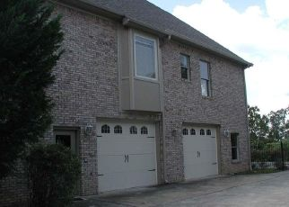 Foreclosed Home in HIGHLAND VIEW DR, Birmingham, AL - 35242