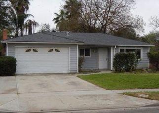Foreclosed Home en N HUGHES AVE, Fresno, CA - 93705