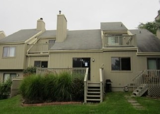 Foreclosed Home in WATCH HILL RD, Branford, CT - 06405